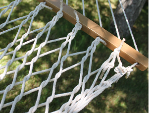 Cotton rope hammock from hammock universe review emily for Make a rope hammock