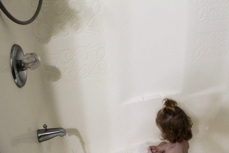 Fun Easy 3 Ingredient Bath Tub Painting Activity For Toddlers