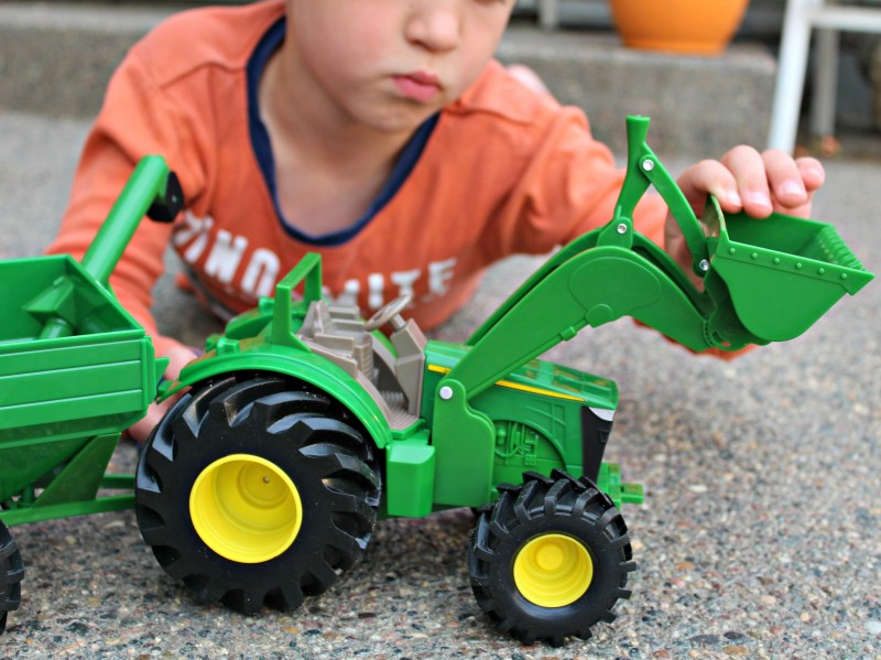"John Deere 8"" Monster Treads Tractor With Wagon {From TOMY} Review"
