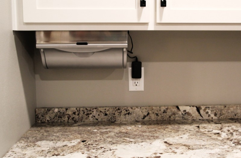 Innovia Automatic Paper Towel Dispenser {The ULTIMATE Kitchen Gadget}