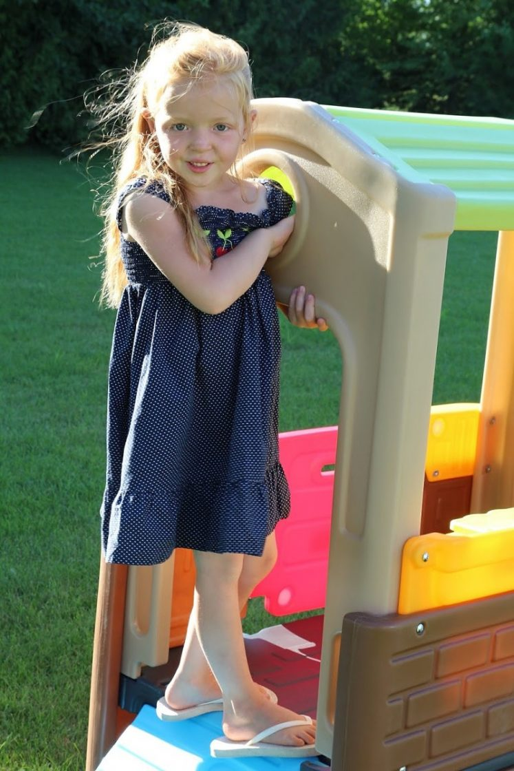 6 Benefits To Outdoor Play [+Simplay3 Discovery Playhouse Review]